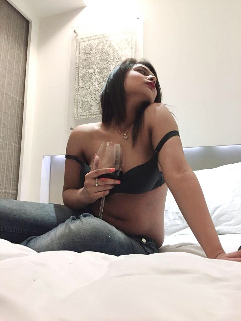Housewife escorts in Kolkata